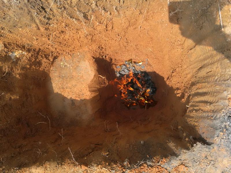 祖坟被挖 一败涂地